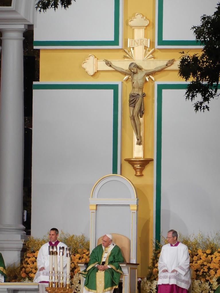 Students+attend+Mass+said+by+Pope+Francis
