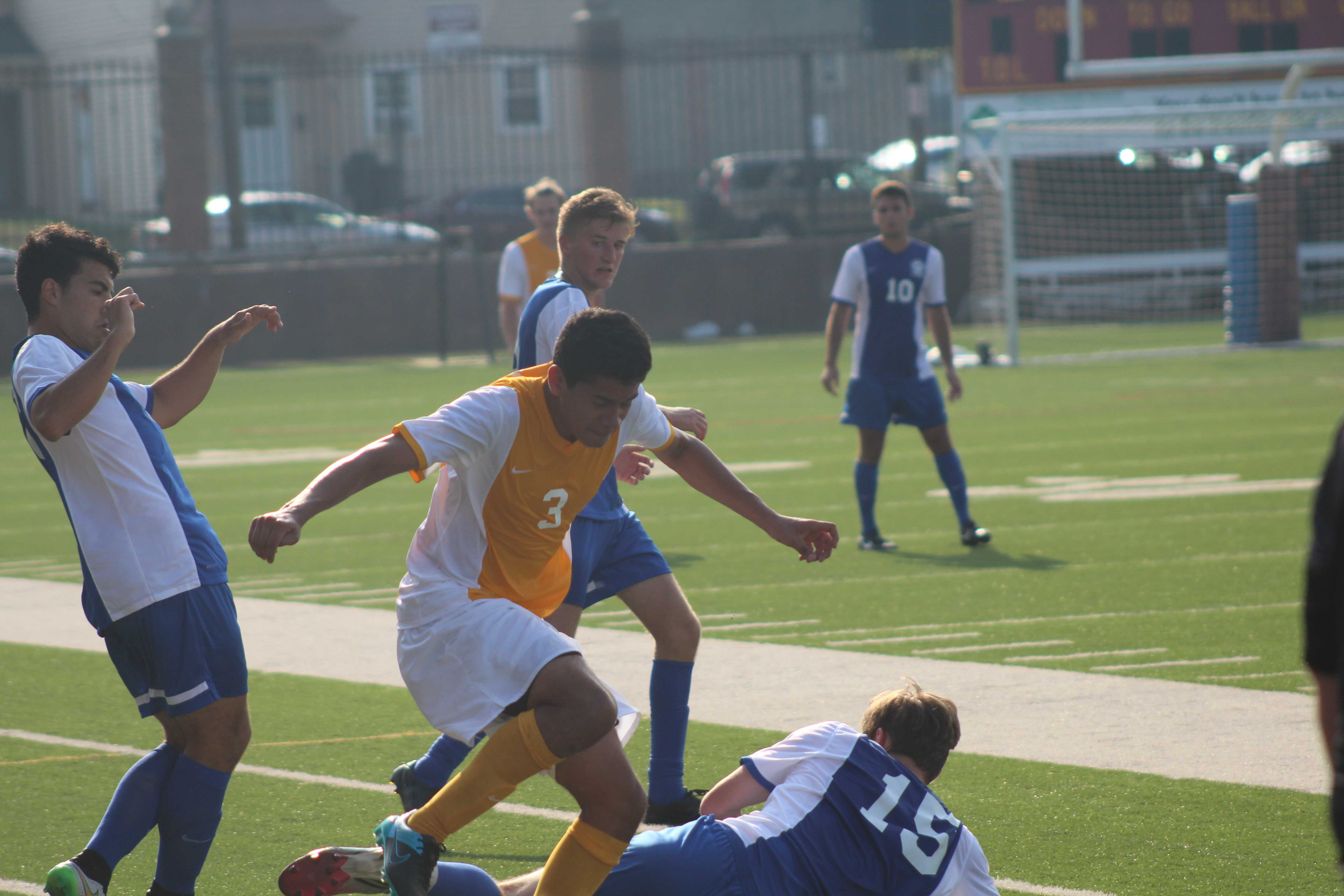 Men's soccer falls, snaps win streak