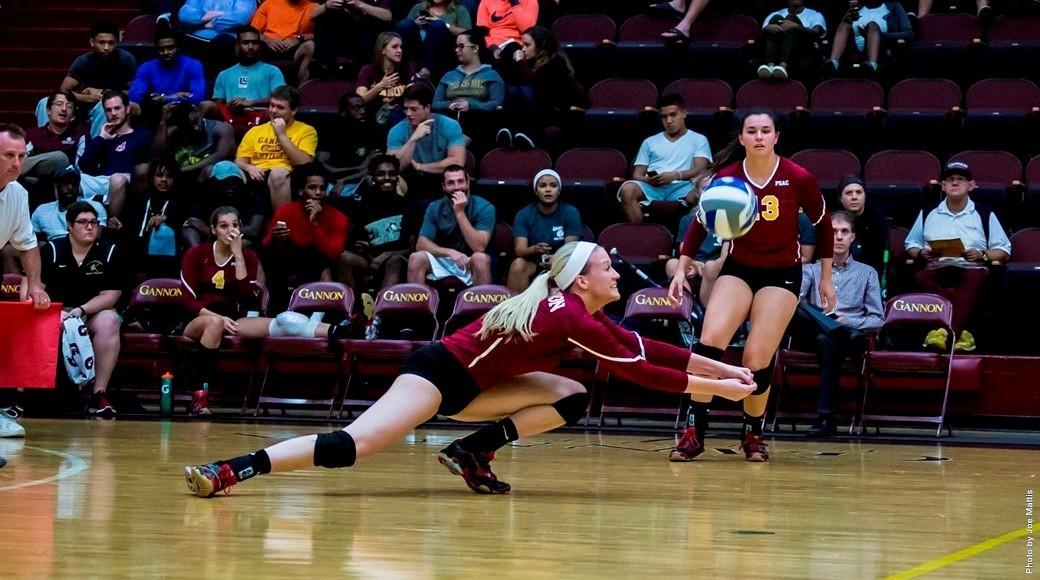 Volleyball extends streak to 3