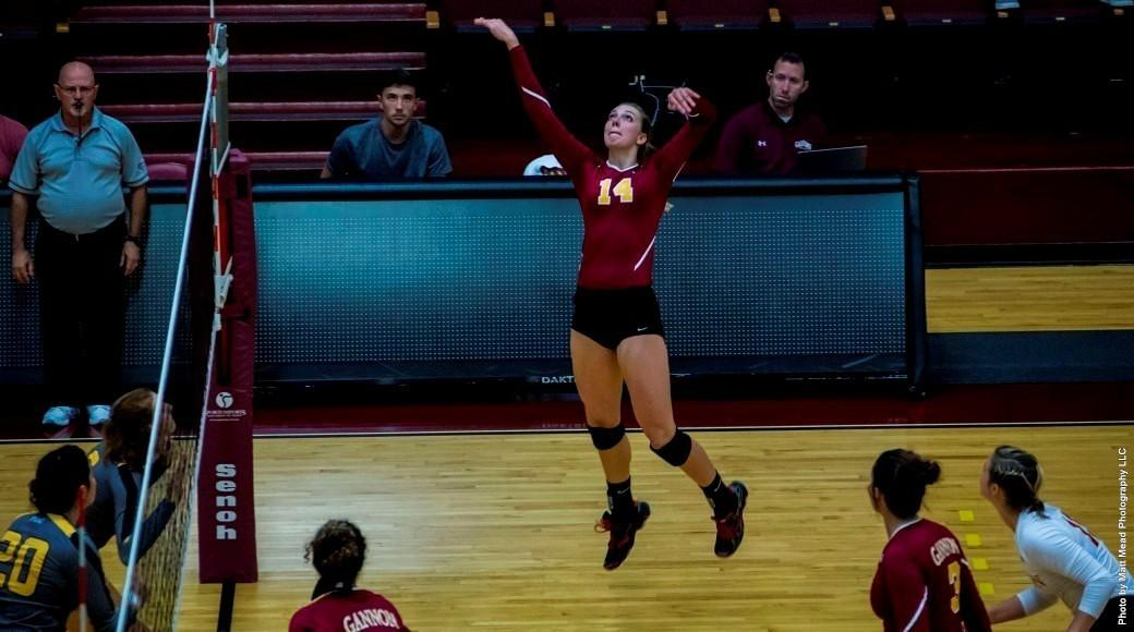 Volleyball goes 1-1 in weekend contests