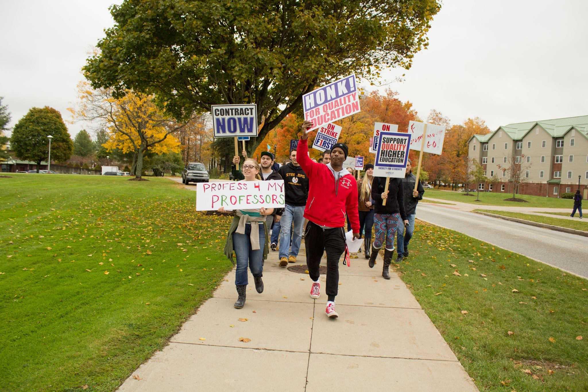 Schools settle strike