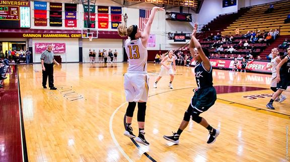 Women's basketball splits last two games