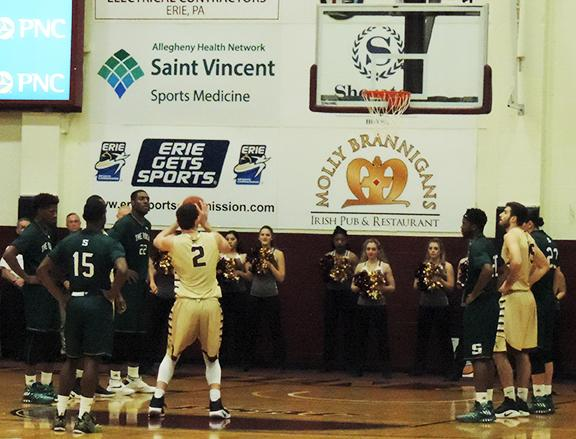 Men's basketball beats UPJ, falls to Seton Hill