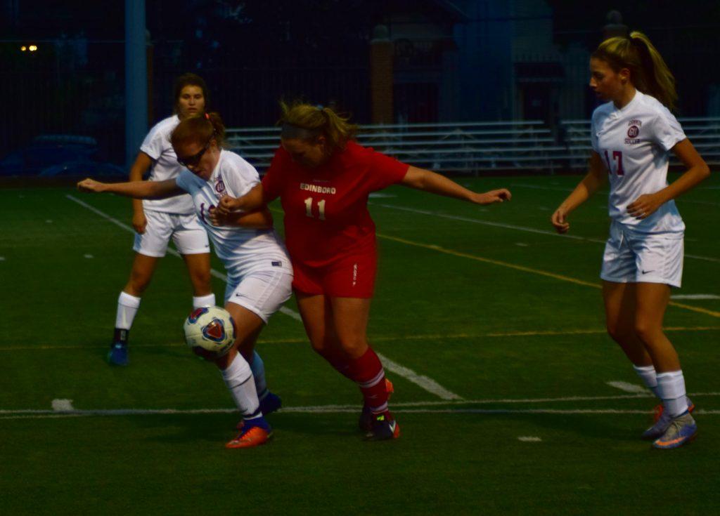Women's soccer beats Edinboro 3-1, falls to Kutztown 4-0