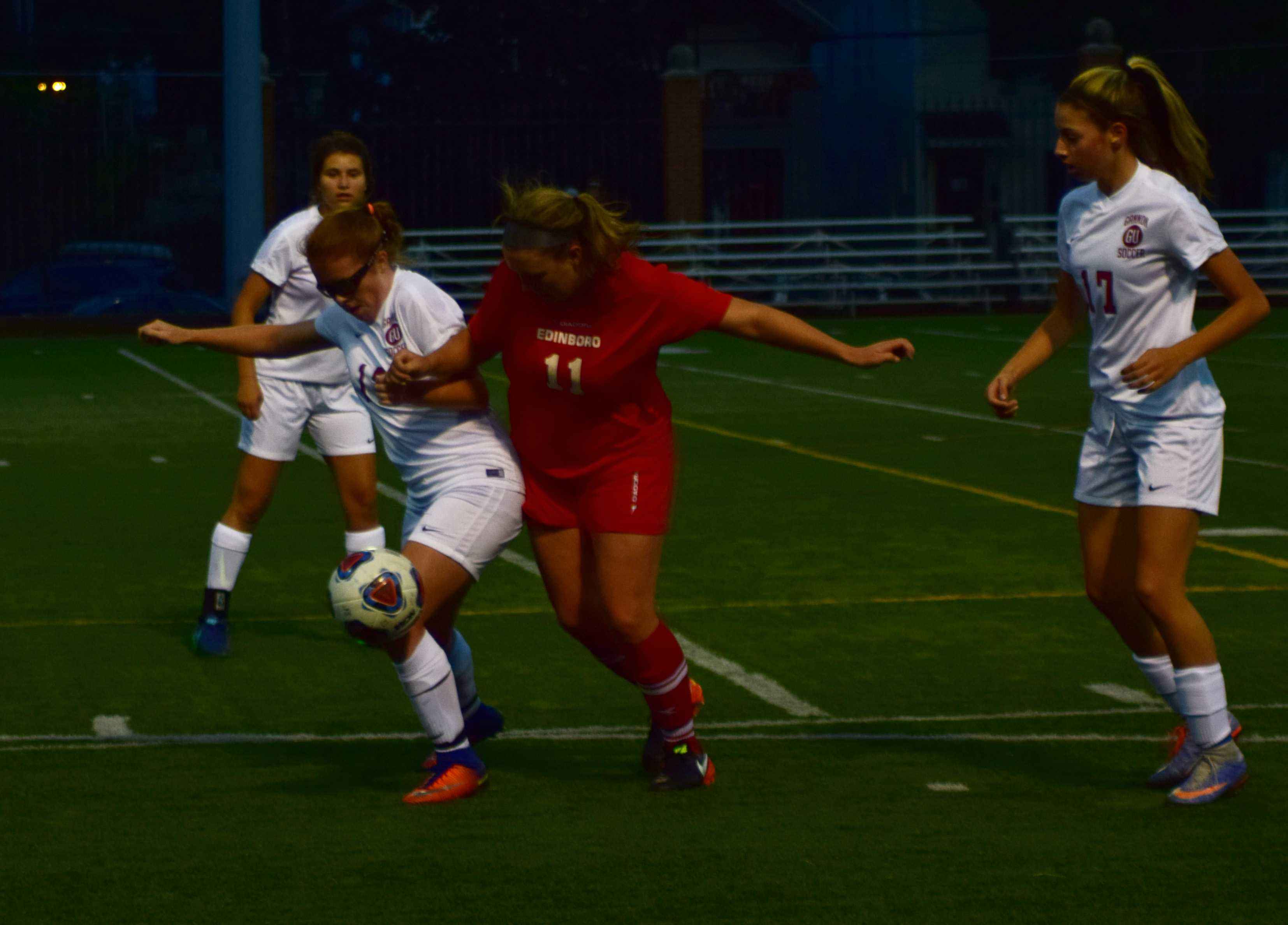 Women's soccer beats Edinboro 3-1, falls to Kutztown 4-0