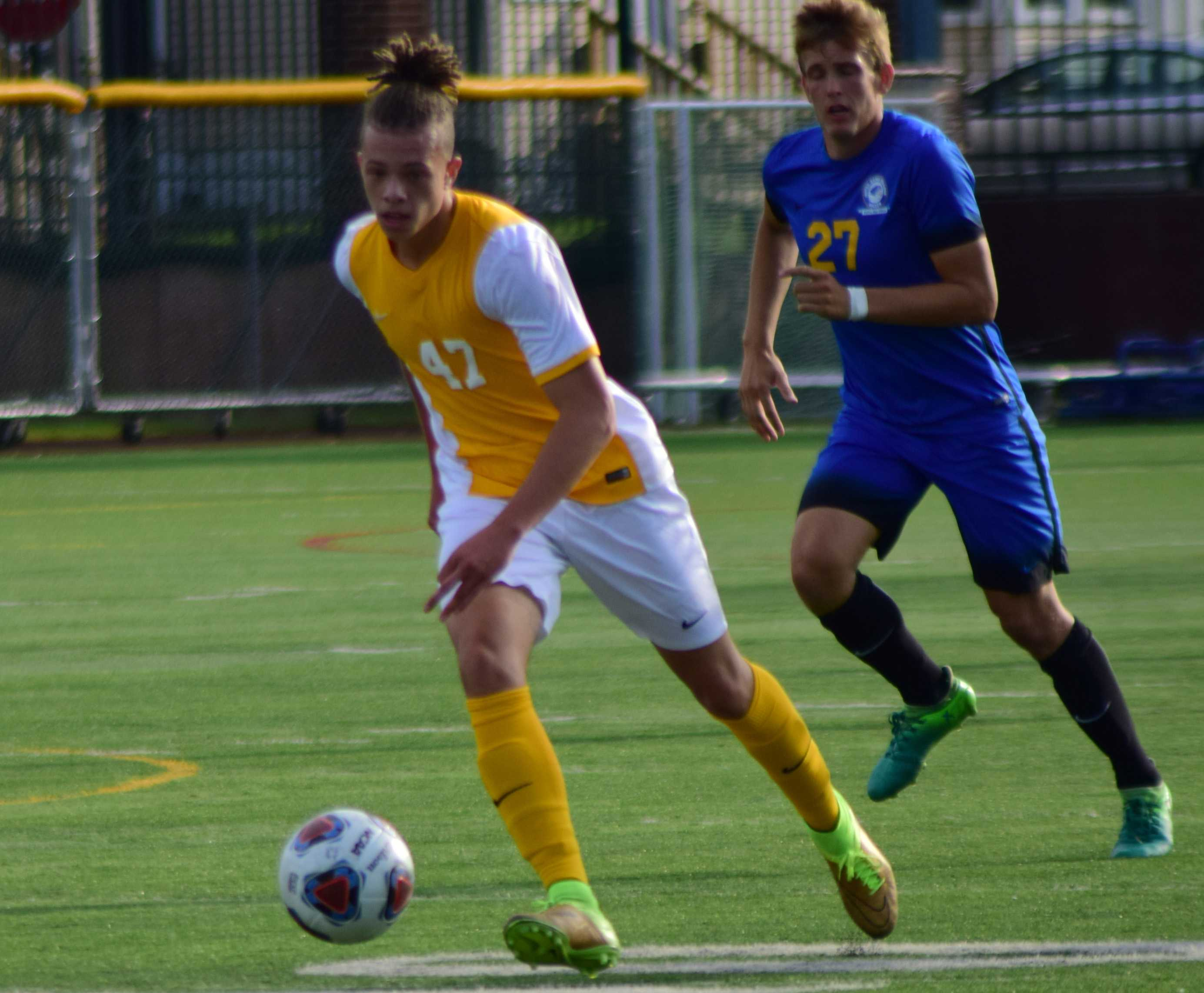 Men's soccer has a positive weekend
