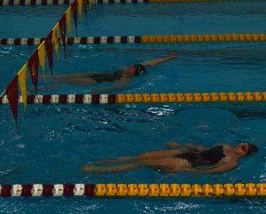 Men's swimming splits weekend; women's team falls twice