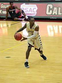 Men's basketball falls in opening round of national tournament