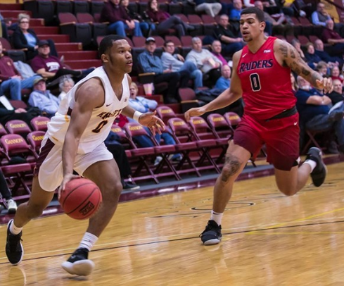 Men's basketball beats Clarion by 18