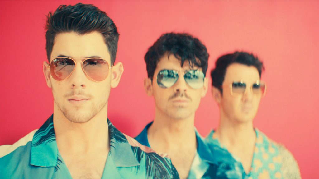Jonas Brothers concert leaves fans burnin' up