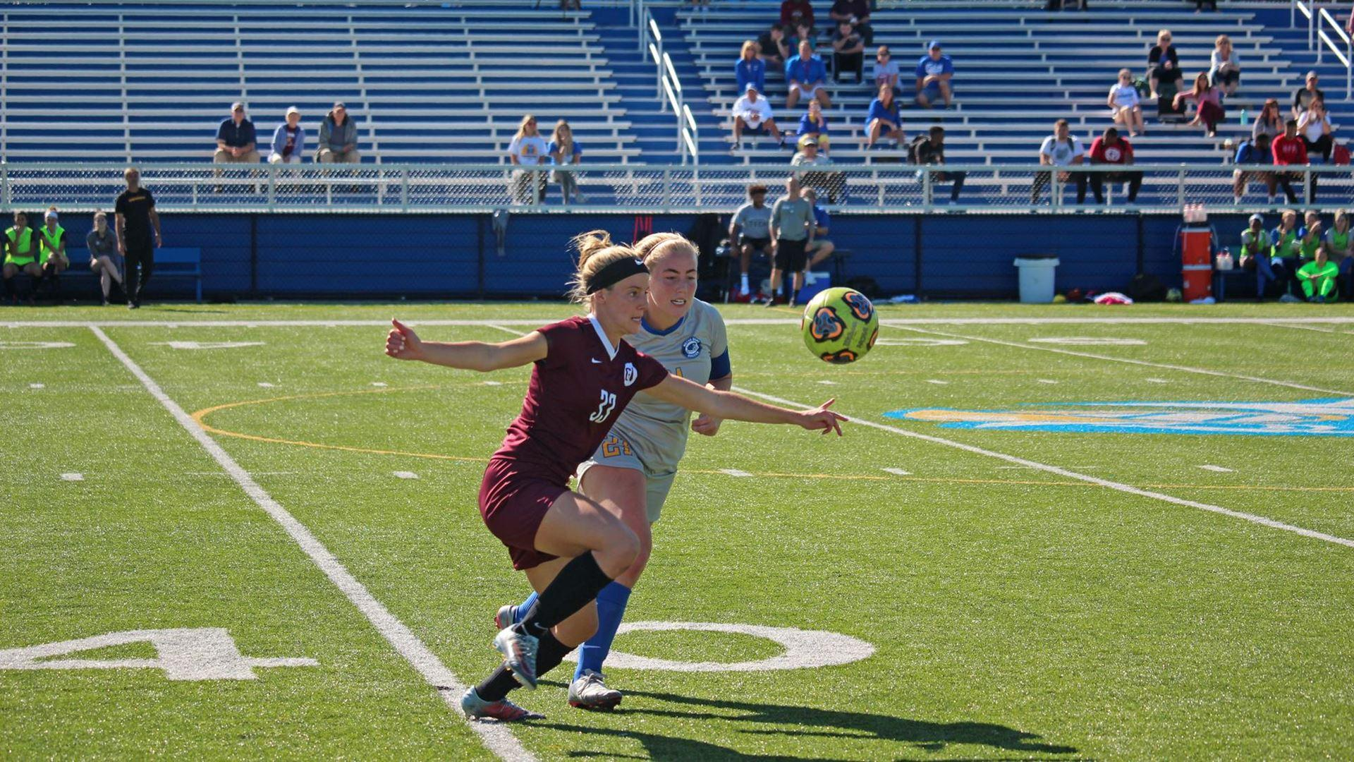 Women's soccer narrowly defeats Notre Dame to open season with win