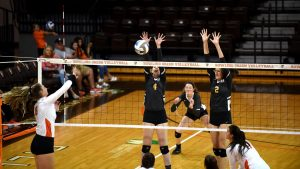 Volleyball breaks even at Ferris State tournament