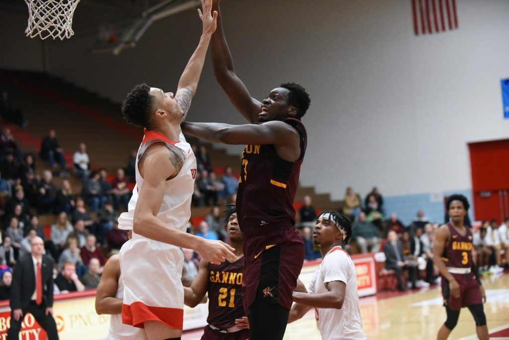 Five-game win streak: Men's basketball continues success