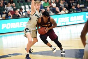 Three-game win streak for men's basketball