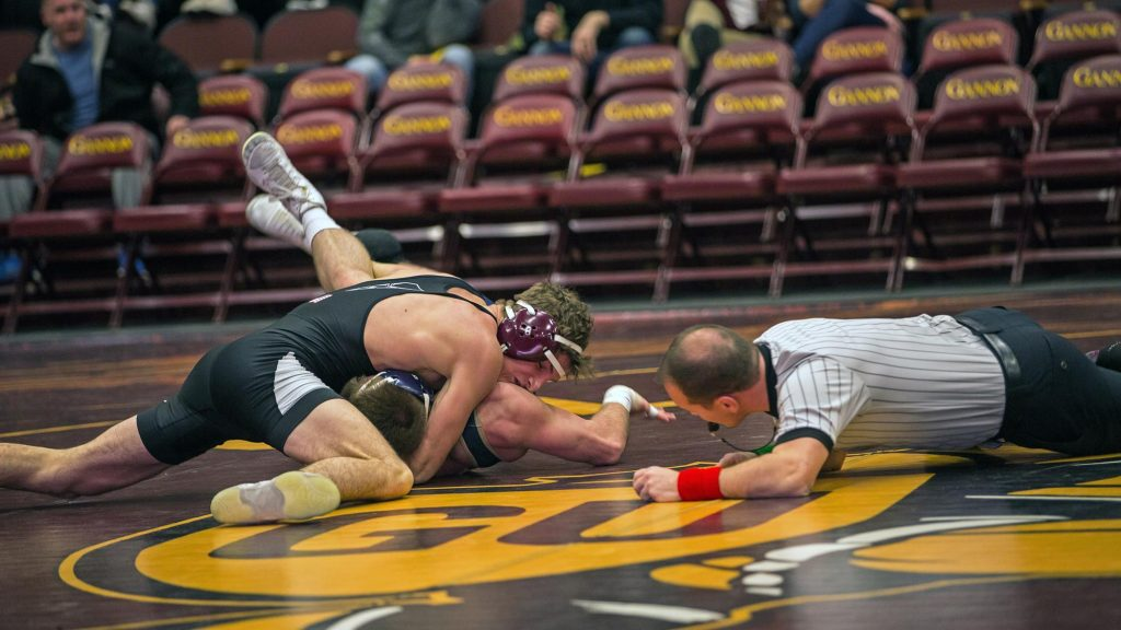 Gannon+men+roll+over+rival+Mercyhurst%2C+32-11
