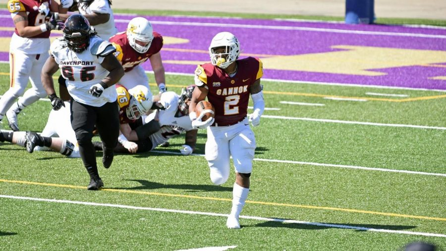 Gannon+University+running+back+Melvin+Blanks+ran+for+142+yards+against+Davenport+March+20.%0A