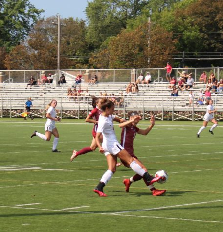 Soccer teams finish weekend with mixed results